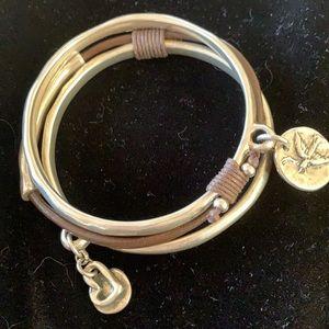 Uno de 50 Triple Bracelet connected w/ leather